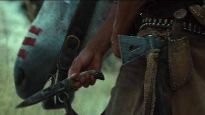 The authentic knife Red Harvest (Martin Sensmeier) in The magnificent Seven - Movie Outfits and Products