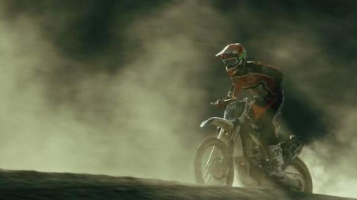 The authentic motorcycle Yamaha YZ450F in Point Break (2015) - Movie Outfits and Products
