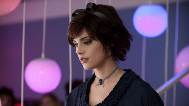 Fashion Trends 2021: The authentic necklace / choker of Alice Cullen (Ashley Greene) in the Twilight, chapitre 1 : Fascination