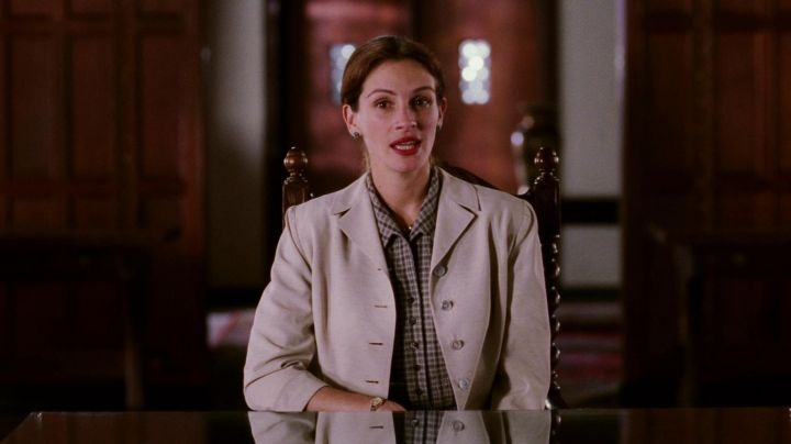 The authentic outfit of Katherine Watson (Julia Roberts) in The Smile of Mona Lisa movie