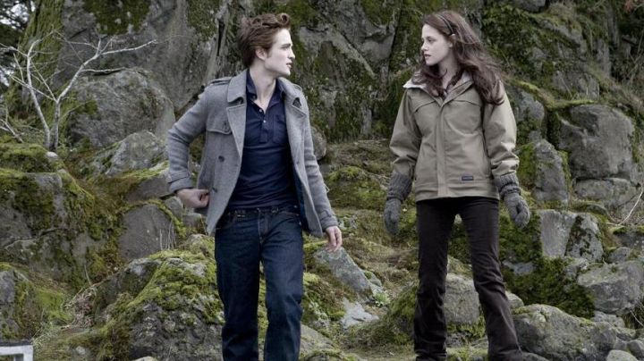 Fashion Trends 2021: The authentic polo blue by Edward Cullen (Robert Pattinson) in Twilight, chapitre 1 : Fascination