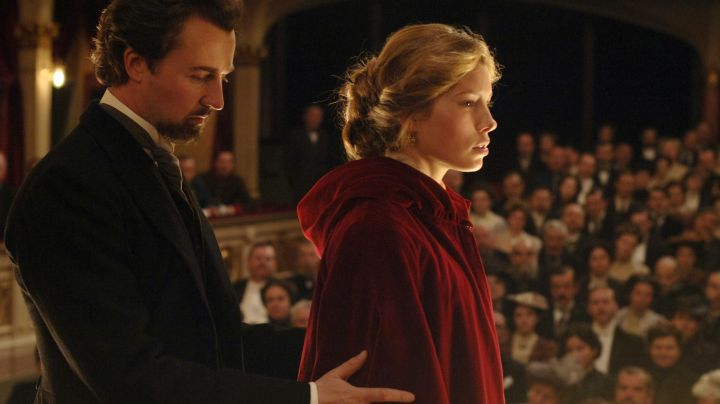 The authentic red dress of the duchess Sophie von Täschen (Jessica Biel) in The Illusionist movie