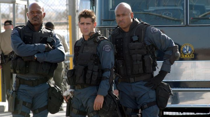 The authentic shirt Los Angeles S. W. A. T. Hondo Harrelson (Samuel L Jackson) in S. W. A. T. movie