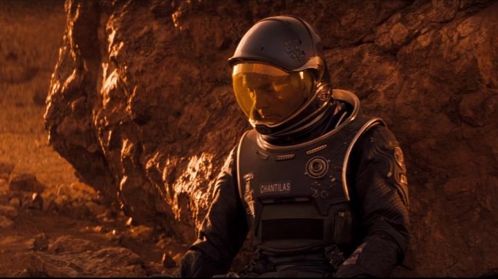 The authentic spacesuit of Dr. Bud Chantilas (Terence Stamp) in red Planet - Movie Outfits and Products