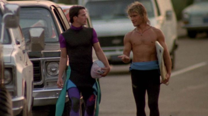 The authentic surfboard with Patrick Swayze (Bodhi Salver) in Point Break - Movie Outfits and Products