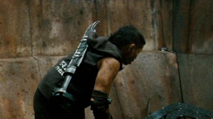 The authentic sword of Manh (Cung Le) in Pandorum - Movie Outfits and Products