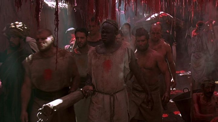 The authentic tunic Juba (Djimon Hounsou) in Gladiator - Movie Outfits and Products