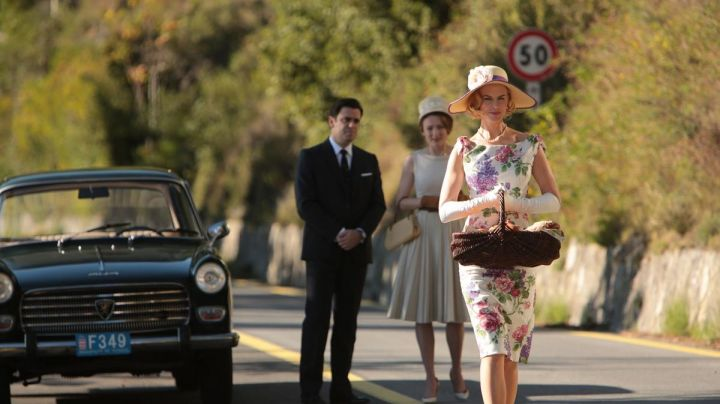 The avenue Aristide Briand in Menton in Grace Of Monaco (Nicole Kidman) - Movie Outfits and Products
