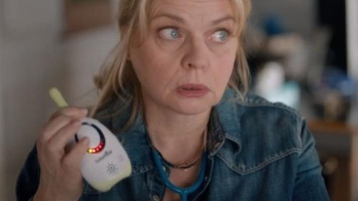 The baby monitor Babymoov of Cléa (Isabelle Nanty) in the movie of My chick - Movie Outfits and Products