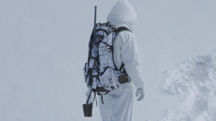 The backpack Badlands camouflage white Cory Lambert (Jeremy Renner) in Wind River - Movie Outfits and Products