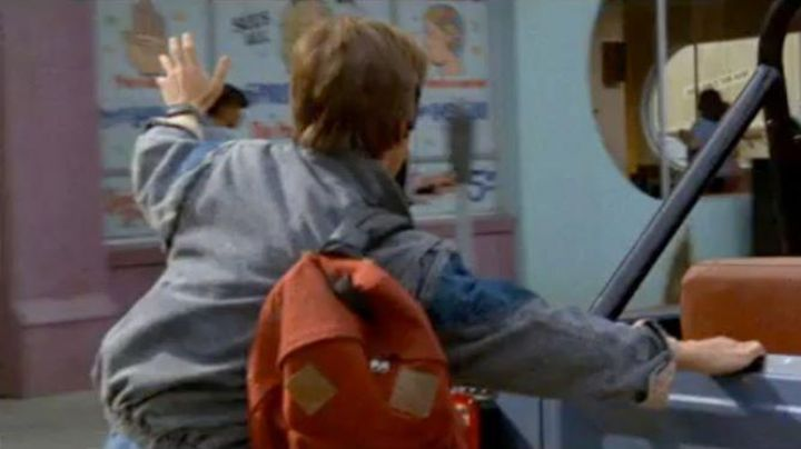 The backpack Eastpak used by Marty McFly (Michael J. Fox) in Back to the future - Movie Outfits and Products