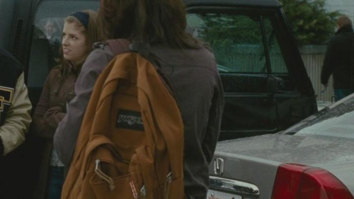 The backpack Jansport orange in Twilight - Movie Outfits and Products