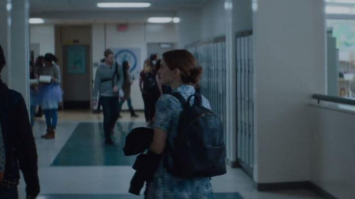 The backpack of Sam / Samantha Kingston (Zoey Deutch) in the Last Day of my Life - Movie Outfits and Products