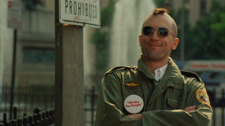 """Fashion Trends 2021: The badge """"We Are the People"""" Travis Bickle (Robert De Niro) in Taxi Driver"""