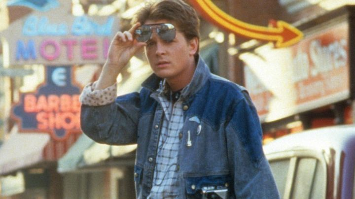 The badge guitar Marty McFly (Michael J. Fox) in Back to the future - Movie Outfits and Products