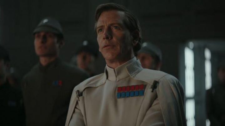 The badge of Imperial rank Admiral of Krennic (Ben Mendelsohn) in Rogue One : A Star Wars Story - Movie Outfits and Products