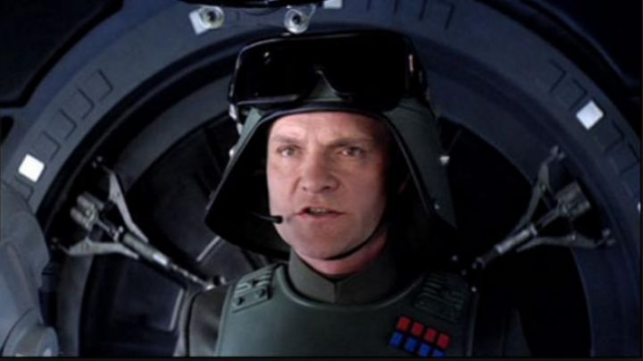 Fashion Trends 2021: The badge of a Colonel of the Empire in Star Wars VII : The awakening of the Force