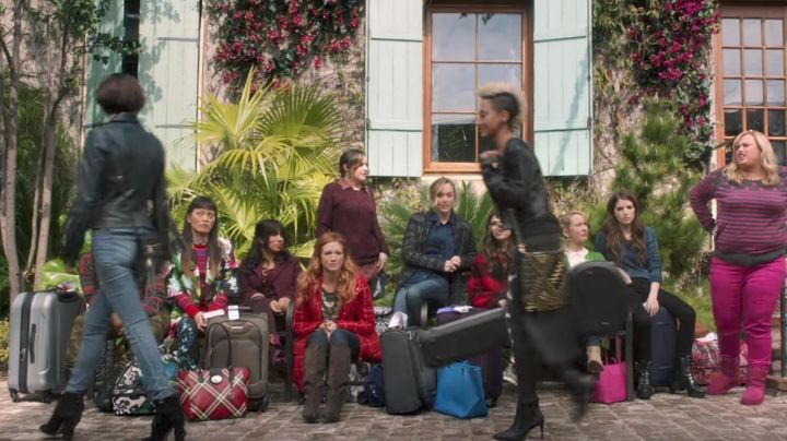 The bag leather studded gold Rebecca Minkoff of Serenity (Andy Allo) in Pitch Perfect 3