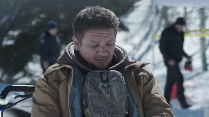 The bag twin Badlands worn on the stomach of Cory Lambert (Jeremy Renner) in Wind River