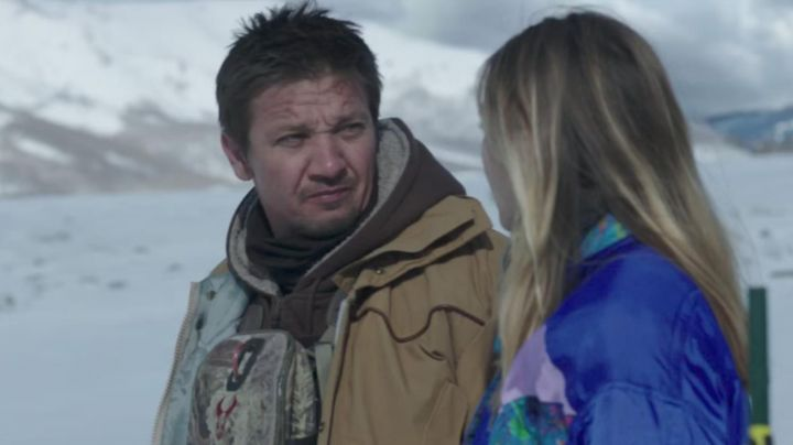 The bag, worn over the belly of Cory Lambert (Jeremy Renner) in Wind River - Movie Outfits and Products