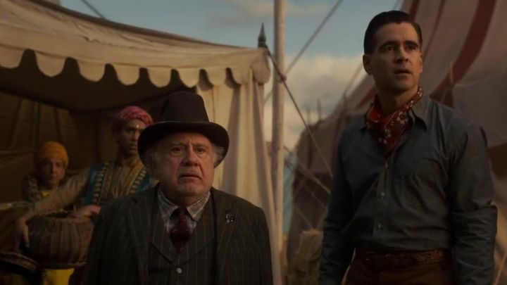 The bandana printed red worn by Holt Farrier (Colin Farrell) in Dumbo Movie