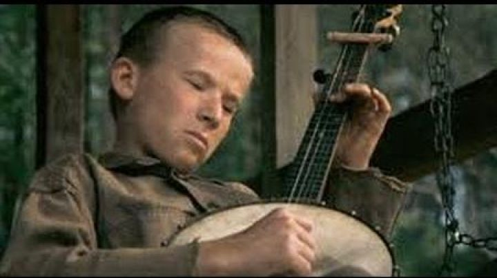 The banjo of Lonnie (Billy Redden) in the movie Deliverance - Movie Outfits and Products
