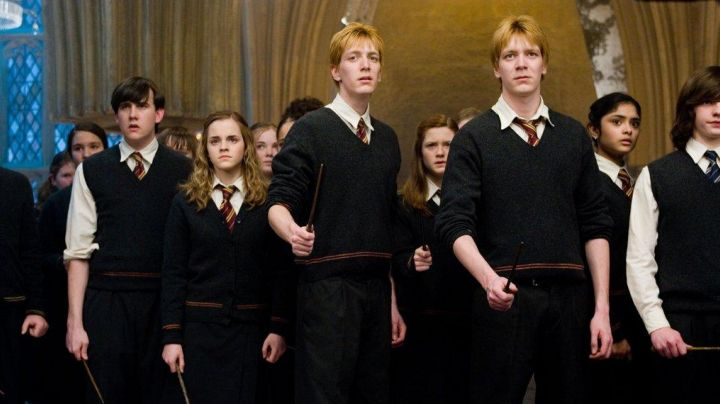 The baton of George Weasley (Oliver Phelps) in Harry Potter and the order of the phenix - Movie Outfits and Products