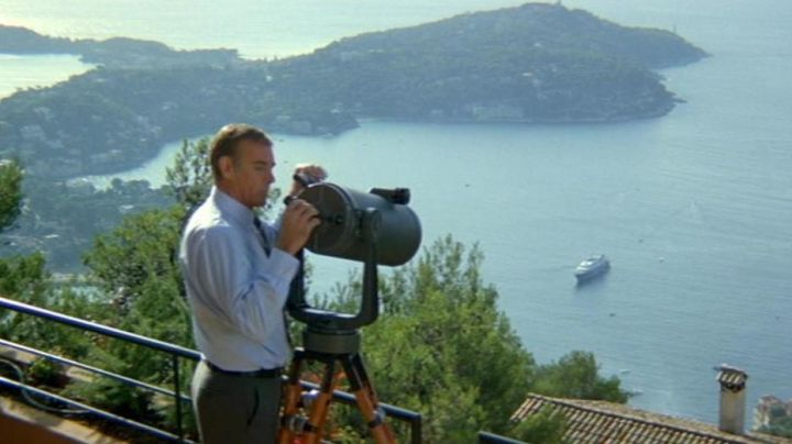 The bay of Villefranche-Sur-Mer scrutinized closely by James Bond (Sean Connery) in Never Never - Movie Outfits and Products