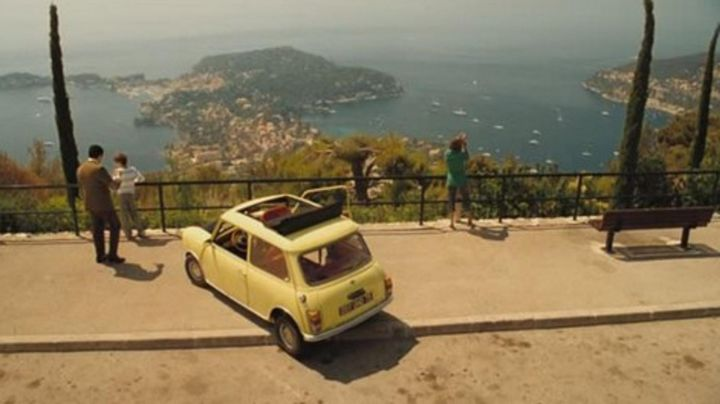 The bay of Villefranche-sur-mer in The holidays of Mr Bean - Movie Outfits and Products