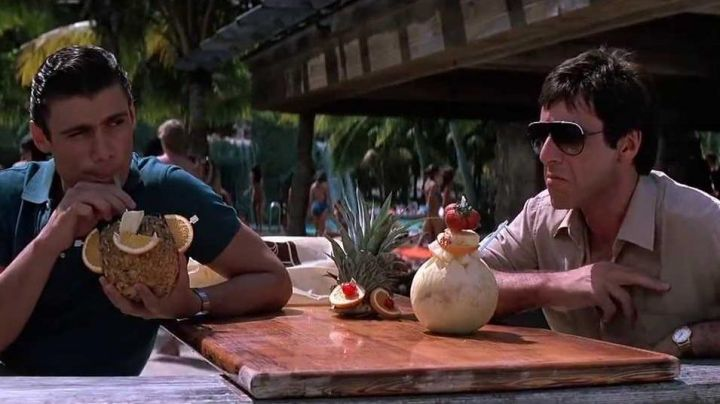 The beach Club at the Fontainebleau Hotel in Miami, mark of Tony Montana (Al Pacino) in Scarface - Movie Outfits and Products