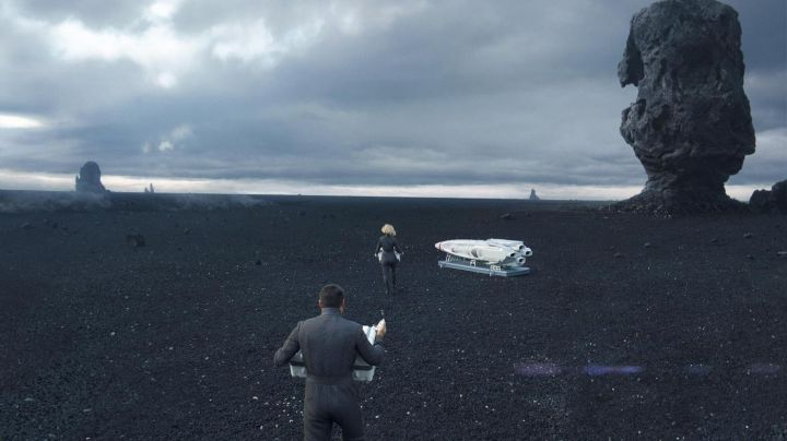 The beach of Reynisfjara in Iceland in Star Trek : Into Darkness - Movie Outfits and Products