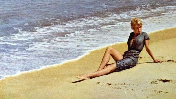 Fashion Trends 2021: The beach of la Ponche in Saint-Tropez in And God Created Woman ...