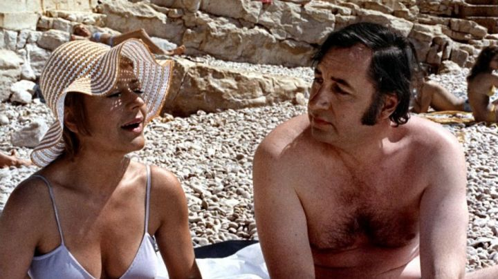 The beach of the Bestouan in Cassis in the film The Old girl - Movie Outfits and Products