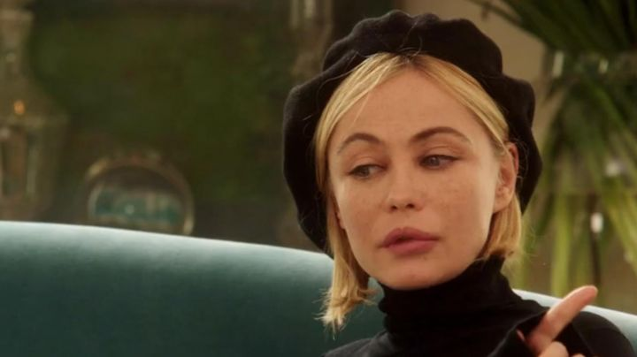 The beanie /beret Iris Dupin (Emmanuelle Béart) in The yellow eyes of crocodiles - Movie Outfits and Products
