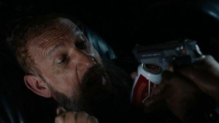 The beer can Budweiser of Trevor Slattery / the Mandarin (Ben Kingsley) in Iron Man 3 - Movie Outfits and Products