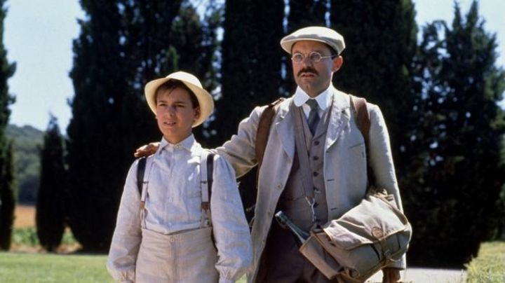 The beige beret of Joseph Pagnol (Philippe Caubère) in The Glory of my Father - Movie Outfits and Products