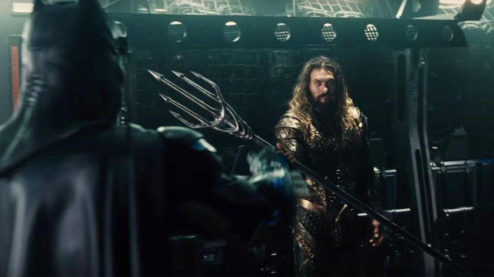 Fashion Trends 2021: The belt buckle of Aquaman (Jason Momoa) in the Justice League