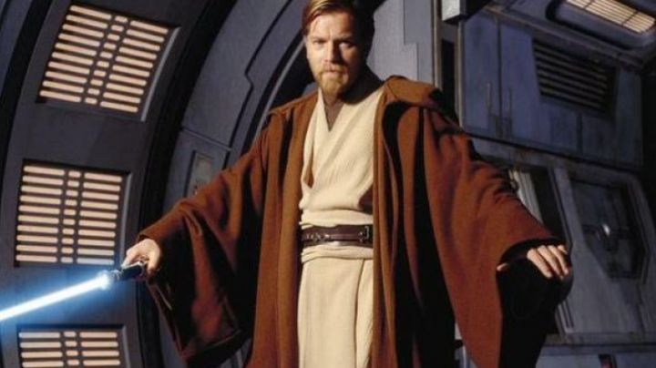 The belt complete with Obi-Wan Kenobi (Ewan Mc Gregor) in Star Wars II : attack of The clones - Movie Outfits and Products