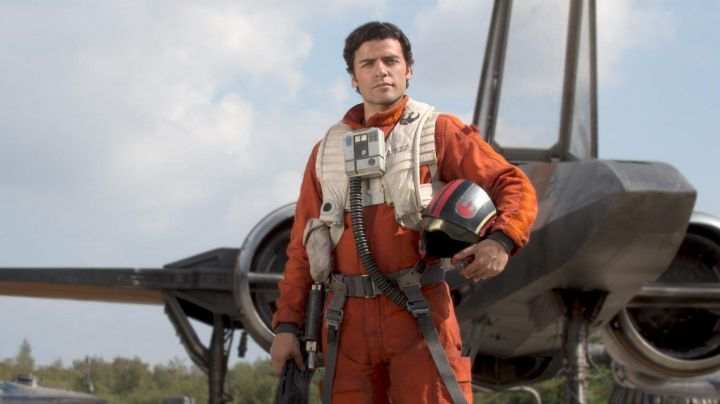 the belt of Poe Dameron (Oscar Isaac) in Star Wars VII : the awakening of the force - Movie Outfits and Products