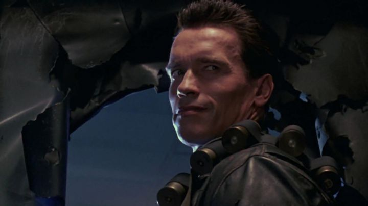 Fashion Trends 2021: The belt of armament of the T-800 (Arnold Schwarzenegger) in Terminator 2