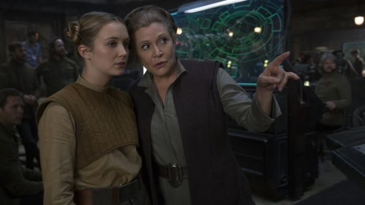 The belt of the costume of General Leia Organa (Carrie Fisher) in Star Wars VIII : The last Jedi - Movie Outfits and Products