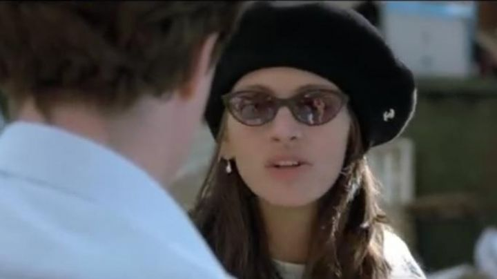 The beret Chanel Anna Scott (Julia Roberts) fall in love at Notting Hill - Movie Outfits and Products