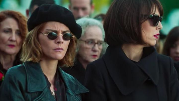 The beret black of Sofía (Amaia Salamanca) in Spite of Everything movie