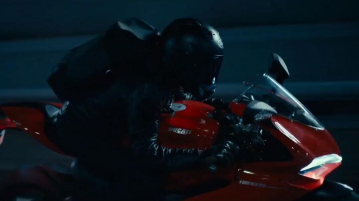 The bike Ducati 1299 Toni (François Civil) in Burn out - Movie Outfits and Products