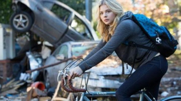 The bike Linus Cassie Sullivan (Chloë Grace Moretz) in the 5th wave - Movie Outfits and Products