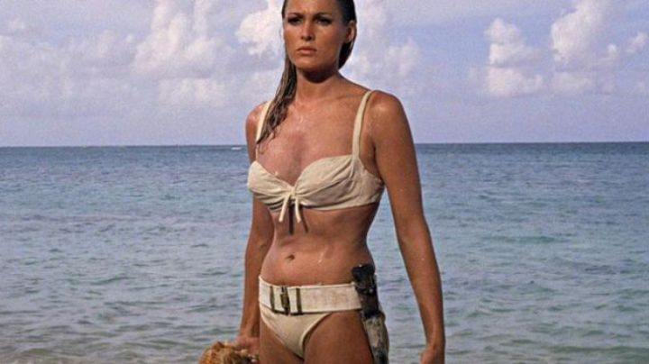 The bikini Honeychile (Ursula Andress) in the James Bond 007 contre Dr.No. - Movie Outfits and Products