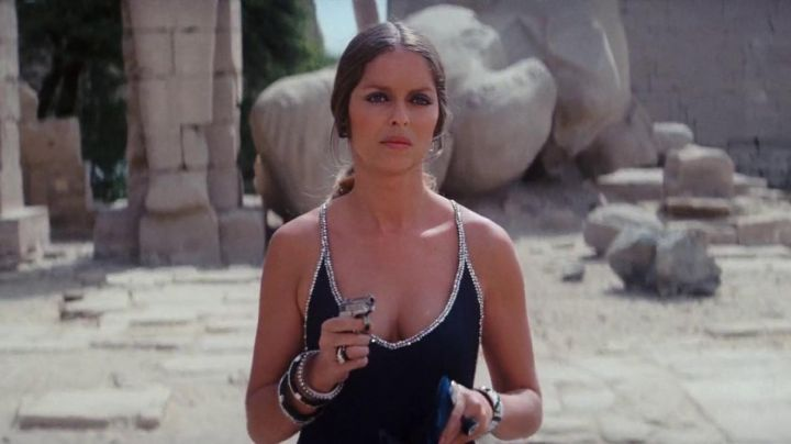 Fashion Trends 2021: The black dress Barbara Bach in The spy who loved me