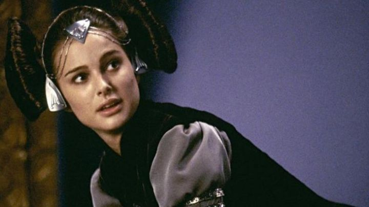The black dress in velvet Padme Amidala (Natalie Portman) in Star Wars II : attack of The clones - Movie Outfits and Products