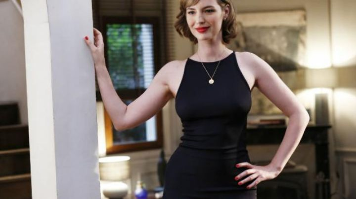 The black dress of Delphine (Louise Bourgoin) in Under the same roof