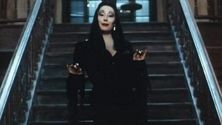 The black dress of Morticia Addams (Anjelica Huston) in The Values of the Addams family Movie